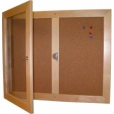 Anslagsskåp inomhus med trästomme och öppen del